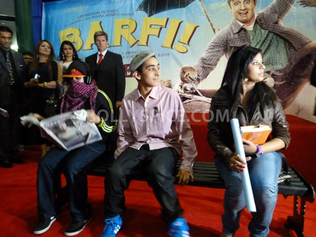 12sep barfi fansperform UK01 Lucky fans in London get to perform for Ranbir Kapoor!