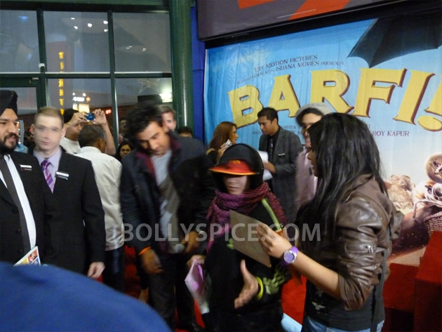 12sep barfi fansperform UK03 Lucky fans in London get to perform for Ranbir Kapoor!