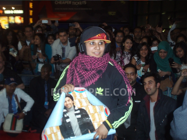 12sep barfi fansperform UK04 Lucky fans in London get to perform for Ranbir Kapoor!