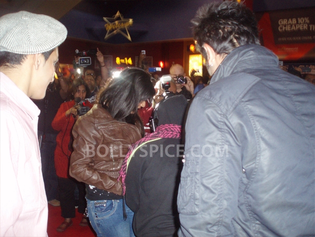 12sep barfi fansperform UK06 Lucky fans in London get to perform for Ranbir Kapoor!
