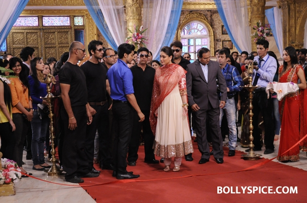 12sep kareena punarvivah04 Kareena Kapoor on sets of Punar Vivah