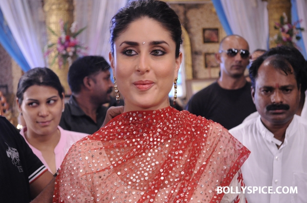 12sep kareena punarvivah05 Kareena Kapoor on sets of Punar Vivah
