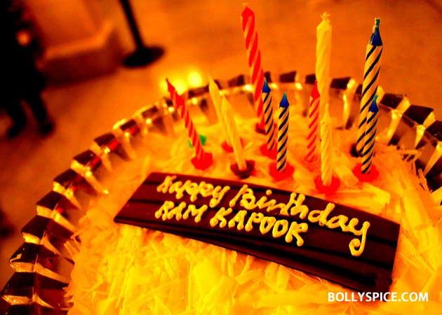 12sep ramkapoor bdaywithfans01 Ram Kapoor celebrates birthday with female fans from all over the world!