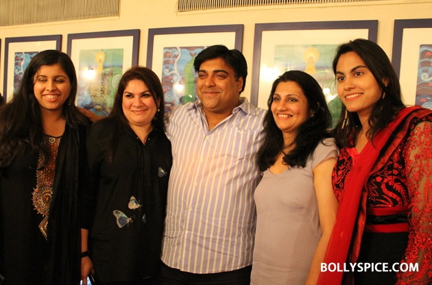 12sep ramkapoor bdaywithfans07 Ram Kapoor celebrates birthday with female fans from all over the world!