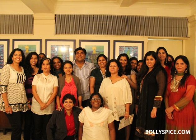12sep ramkapoor bdaywithfans08 Ram Kapoor celebrates birthday with female fans from all over the world!