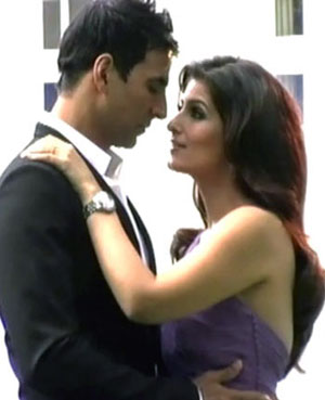 akshay twinkle photoshoot4 Akshay and Twinkle become proud parents of a little girl