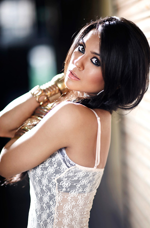 10oct sanasaeedint 2 I'm proud to be a part of 2 out of 5 Karan Johar Films! – Sana Saeed