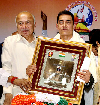 Aamir Khan honoured for creating awareness through Satyamev Jayate