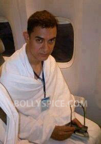12oct AamirKhanHaj Exclusive Picture! Aamir Khan on his way to Haj