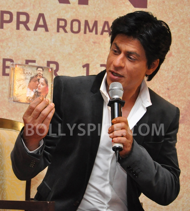 12oct JTHJ SaansSongLaunch05 IN PHOTOS: Jab Tak Hai Jaan Saans song launch event