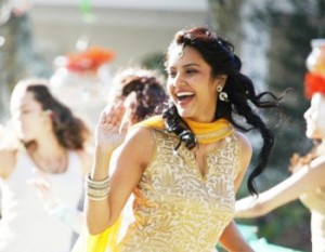 12oct Priya EnglishVinglish04 300x233 Everyone will be able to relate to English Vinglish – Priya Anand