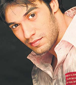 Samar Khan signs Puneet Malhotra as hero now he needs a heroine NOW!!