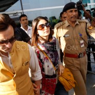 12oct Saifeena ArriveDelhiAirport02 185x185 Saifeena Reception: Bollywood, Bebo and all that Jazz