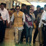 12oct Saifeena ArriveDelhiAirport04 185x185 Saifeena Reception: Bollywood, Bebo and all that Jazz