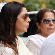 12oct YashChopra LastGoodBye45 185x185 Family and Friends say their final goodbye to Yash Chopra
