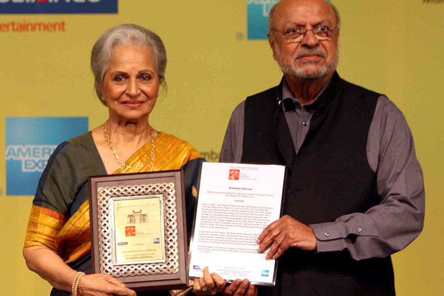 10oct waheedaaward Waheeda Rehman is presented with a Lifetime Achievement Award at the Mumbai Film Festival