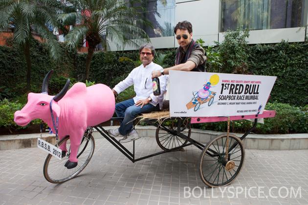 11nov imranmkbkm 01 Gulabo    Imran Khan's new bright pink 'gaddi'