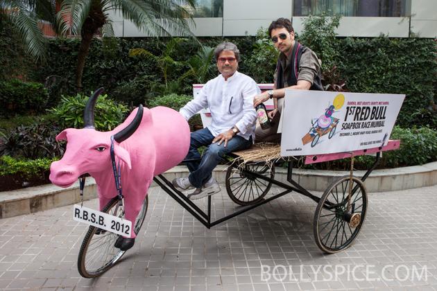 11nov imranmkbkm 02 Gulabo    Imran Khan's new bright pink 'gaddi'