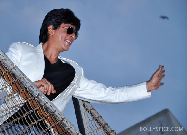 11nov srkbday 06 Photos: SRK celebrates his birthday with his fans