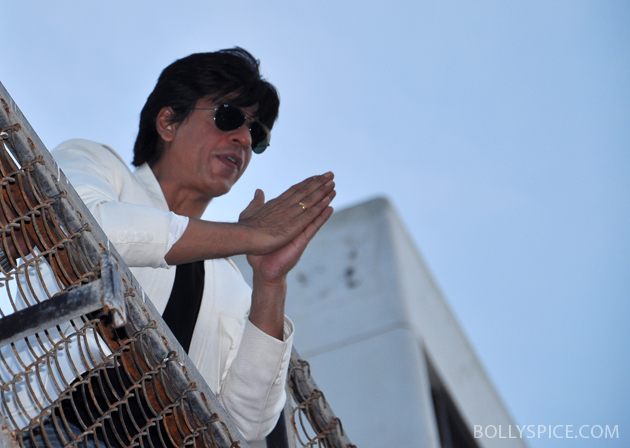 11nov srkbday 32 Photos: SRK celebrates his birthday with his fans