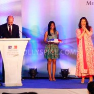 12nov Aishwarya Abhishek Aaradhya Amitabh FrenchGovtAward08 185x185 IN PHOTOS: Aishwarya Rai Bachchan receives award from the French government plus cutie Aaradhya