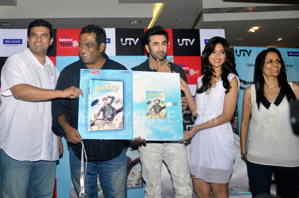 "12nov BarfiHomeVideoLaunch05 ""Gift Barfi! DVDs this Diwali instead of sweets"" – Ranbir Kapoor"