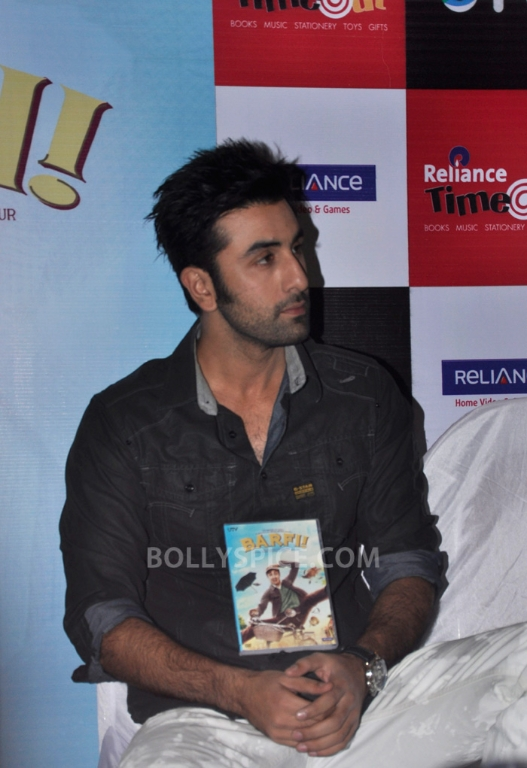"12nov BarfiHomeVideoLaunch10 ""Gift Barfi! DVDs this Diwali instead of sweets"" – Ranbir Kapoor"