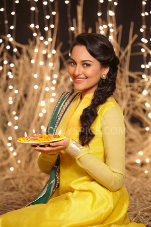 12nov Sonakshi SOS Diwali011 Sonakshi Sinha: I laughed out loud when I first heard the script of Son Of Sardaar