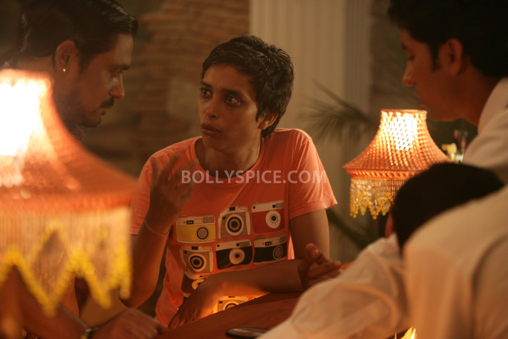 12nov TalaashWorkingStills04 EXCLUSIVE Photos: On Set with Director Reema Kagti and the cast of Talaash!