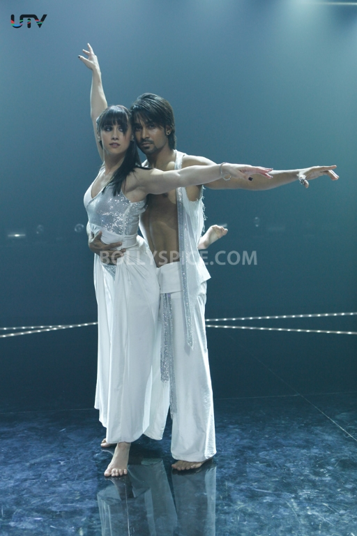 12dec ABCD still01 ABCD: Any Body Can Dance Synopsis