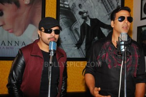 12dec Akshay RDBurman Khiladi786 300x201 Akshay Kumar pays tribute to Legendary Musical Maestro R.D. Burman in Khiladi 786