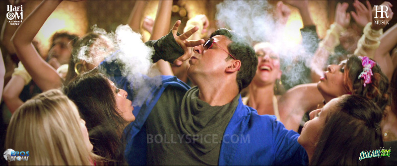 12dec HookahBar Khiladi786 2million Khiladi 786 song Hookah Bar crosses 2 million views