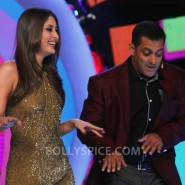12dec KareenaBiggBoss6Dabangg2 02 185x185 IN PICTURES:Kareena launches Fevicol Se on Bigg Boss 6