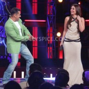 12dec KareenaBiggBoss6Dabangg2 18 185x185 IN PICTURES:Kareena launches Fevicol Se on Bigg Boss 6