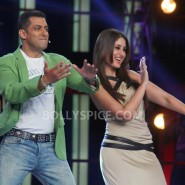 12dec KareenaBiggBoss6Dabangg2 19 185x185 IN PICTURES:Kareena launches Fevicol Se on Bigg Boss 6
