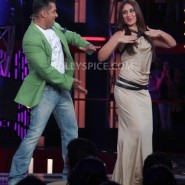 12dec KareenaBiggBoss6Dabangg2 21 185x185 IN PICTURES:Kareena launches Fevicol Se on Bigg Boss 6