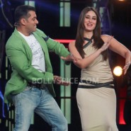 12dec KareenaBiggBoss6Dabangg2 22 185x185 IN PICTURES:Kareena launches Fevicol Se on Bigg Boss 6