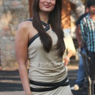 12dec KareenaBiggBoss6Dabangg2 28 185x185 IN PICTURES:Kareena launches Fevicol Se on Bigg Boss 6