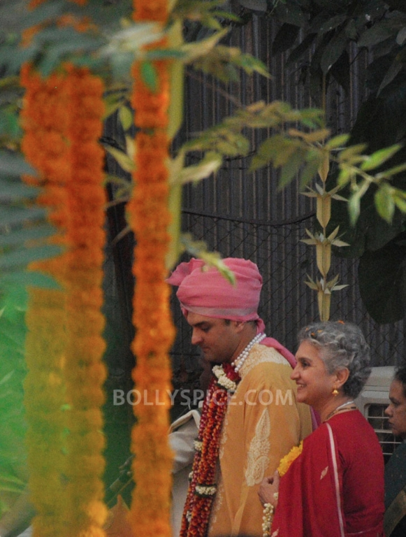 12dec Vidya Siddharth Wedding07 IN PHOTOS: Vidya Balan gets hitched!