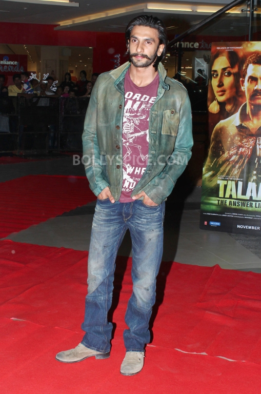 12dec WHWN TalaashScreening02 Whos Hot Whos Not   Talaash Premiere