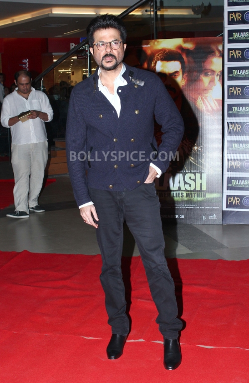 12dec WHWN TalaashScreening07 Whos Hot Whos Not   Talaash Premiere