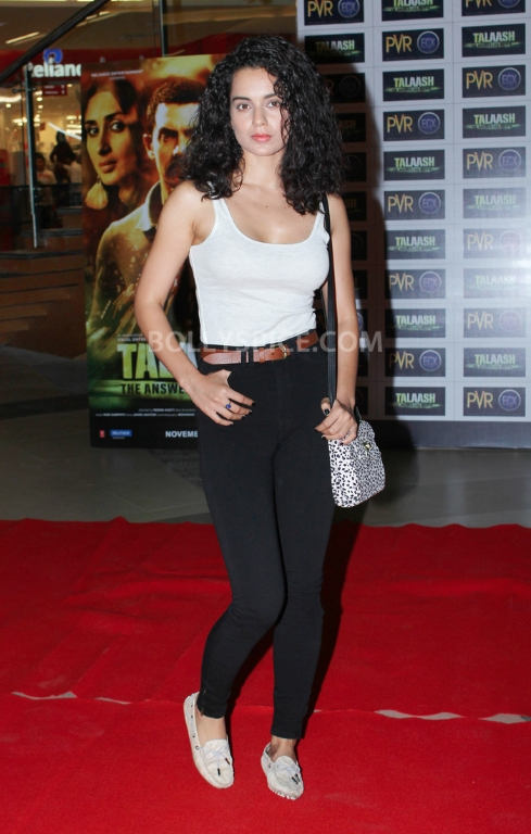 12dec WHWN TalaashScreening10 Whos Hot Whos Not   Talaash Premiere