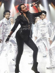 13jan Sonakshi Himmatwala TGIF01 225x300 Sonakshi inspired by Sridevi and Parveen Babi!