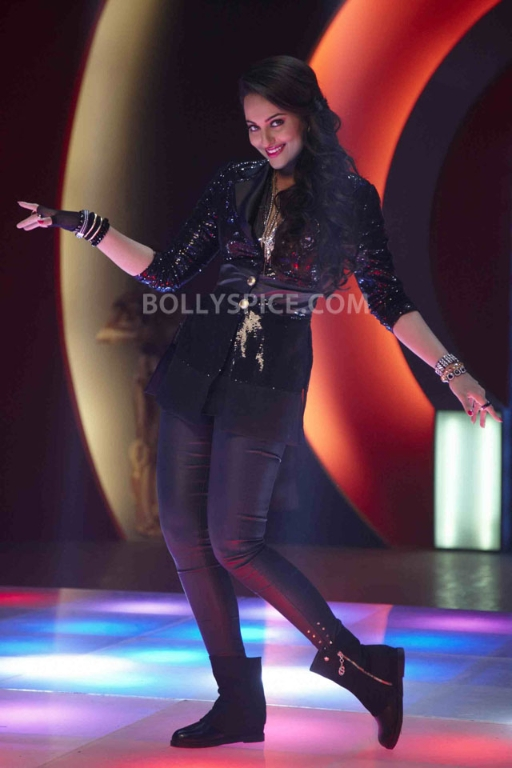 13jan Sonakshi Himmatwala TGIF06 Sonakshi says 'Thank God Its Friday'!