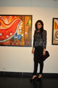 13jan abhishekartexhib 03 199x300 Abhishek Bachchan Inaugurates Radhika Goenkas Art Exhibition And the Flowers Showered