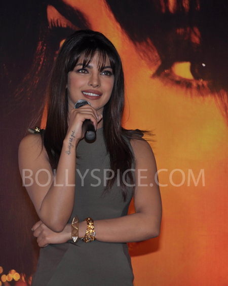 13jan priyankainmycity 02 In Pictures: Priyanka At Reliance Digital