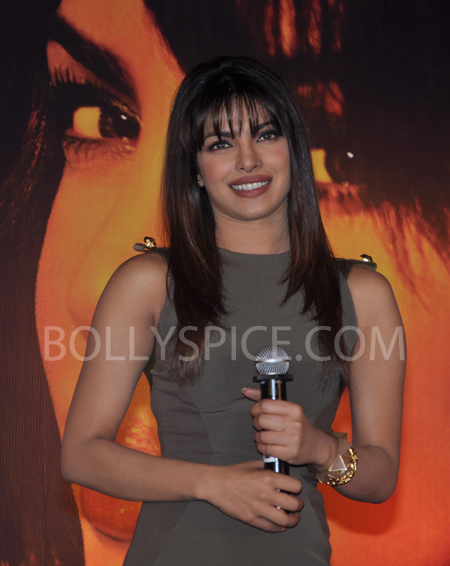 13jan priyankainmycity 03 In Pictures: Priyanka At Reliance Digital