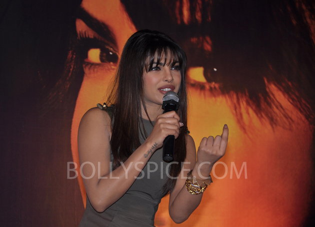 13jan priyankainmycity 06 In Pictures: Priyanka At Reliance Digital