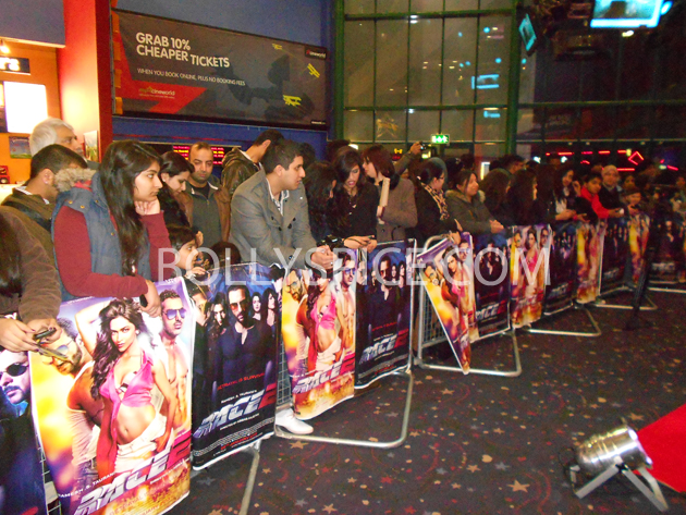 13jan saiffeltham 01 Saif Ali Khan showers love to all his fans at the Race 2 promotional event in London
