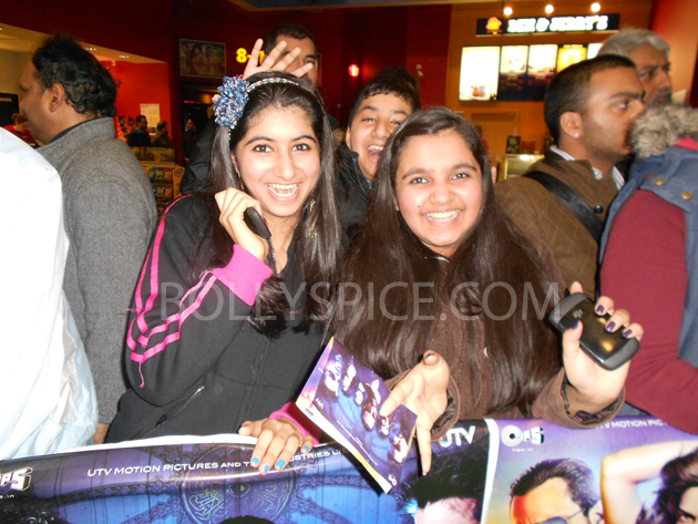 13jan saiffeltham 03 Saif Ali Khan showers love to all his fans at the Race 2 promotional event in London